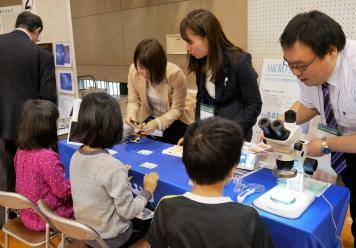 湯島小学校医療機器展示会2.jpg