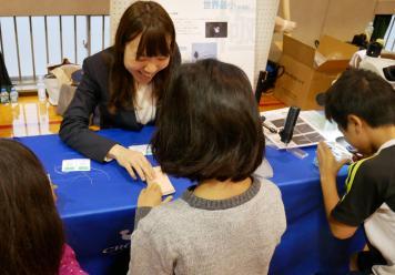 湯島小学校医療機器展示会1.jpg